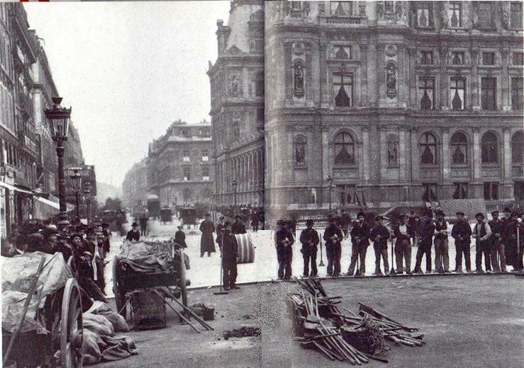 Damage de la poudre d'asphalte place de l'Hôtel de Ville Paris